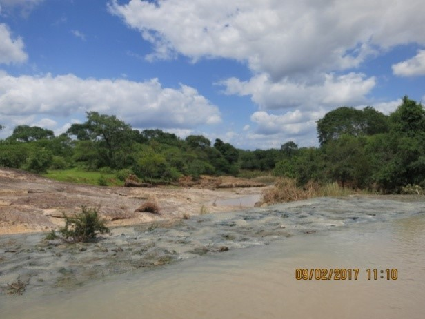 embankment of mtshabezi river zimbabwe